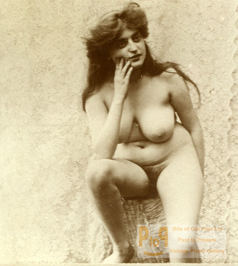 Old photos of nude women