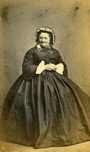Woman Fashion 60300 Senlis Early Photographic Studio Robert Old CDV Photo 1870