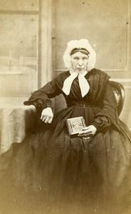 United Kingdom London Woman holding Album Victorian Fashion CDV Photo Evans 1865