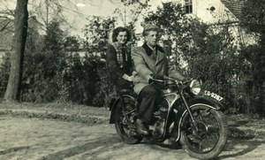 Poland Ksieginice Couple on EMW R35 Motorcyle ancienne photo snapshot 1956