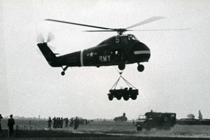 USA Military Helicopter Sikorsky carrying Jeep US Army Aviation Old Photo 1960