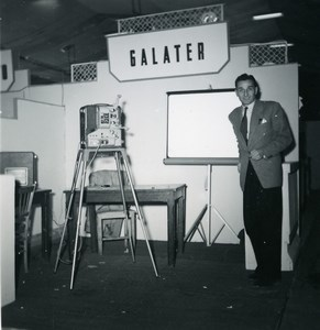 France Paris Photo Cine Sound Fair Booth of Galater Old Amateur Snapshot 1951
