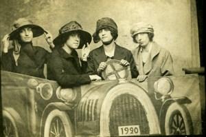 France Roubaix Foire Dames En voiture Humoristique Décor de Studio Ancienne CDV Photo 1921