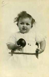 France Fillette et Balle Jeu d'Enfants Ancienne Photo 1930