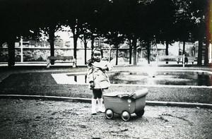 France Fillet et son Petit Landau Jeu d'Enfants Ancienne Photo Amateur 1930