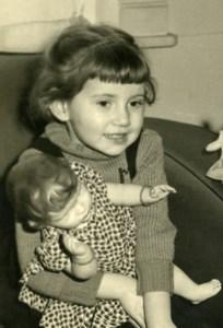 France Fillette et sa Poupée Jeu d'Enfants Ancienne Photo Amateur 1940