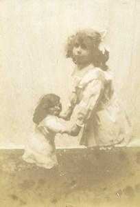 France Fillette et sa Poupée Jeu d'Enfants Ancienne Photo Amateur 1900