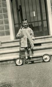 France Fillette et sa Trottinette Jeu d'Enfants Ancienne Photo Amateur 1958
