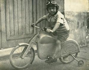 France Garconnet sur sa Moto Bicyclette Jeu d'Enfants Ancienne Photo Amateur 1930