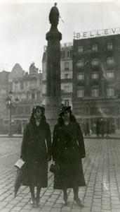 France Lille Jeanne et Julia sur la Grand Place Ancienne Photo Capin 1934