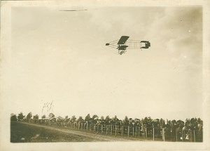 Legagneux flying Farman Biplane over crowd Photo 1910