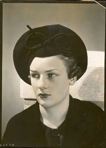 Close-up portrait of elegant woman Photo 1930