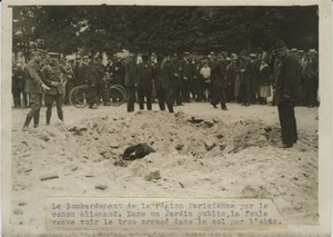 Crowd Soldiers Shell Hole WWI WW1 old Photo 1914-1918