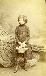 France Paris Little Girl Flower Basquet Old Fontes CDV Photo 1890