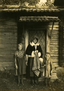 Sweden Swedish Family by woodhouse Traditional Costume old Kopman Photo 1930