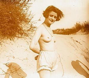 Sexy Nude Girl on Sand Beach Glass Stereo Photo 1920