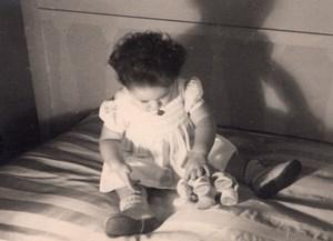 Baby Playing France amateur Snapshot Photo 1950'