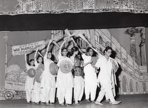 War against Dirt India Dance Paris Lipnitzki Photo 1960