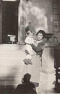 Mother Child & Photographe Shadow Old Snapshot 1930