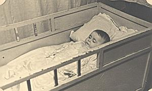 Composition Post Mortem Baby in bed Old Photo 1930