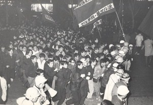 Demonstration against USS Entreprise call in Tokyo Japan old Photo 1968