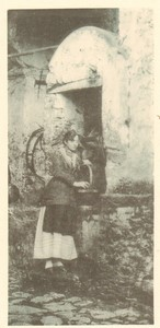 Belgium Sentiment d'Art en Photographie Lady at Well old Halftone Leroi 1901