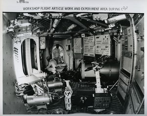 USA Space Rocket Skylab Orbital Workshop Interior old Photo Nasa 1972