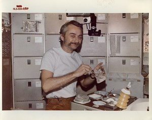 USA Space Rocket Skylab 3 Astronaut Owen Garriott Meal Time Old Photo Nasa 1973