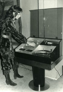 France Paris Elsa Martinelli Willy Rizzo Hi-Fi System Design Exhibit Photo 1970