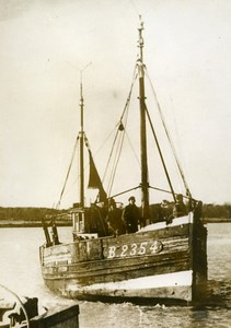 France Etaples Fishing Boat Pelican off Hardelot Old Photo 1959
