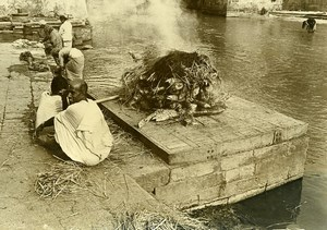India Scene from Everyday Life Cremation Ritual Old photo 1960