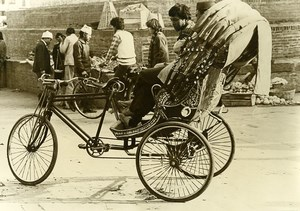 India scene from everyday life Market Cycle Rickshaw Driver Old photo 1960