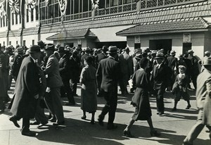 USA Crowds in front of a Chicago Ball Park Ticket Offices Old Photo 1930
