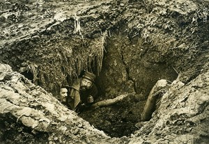 France WWI War Front near Arras 2 Men in Shelter Trench Old Photo Meurisse 1915