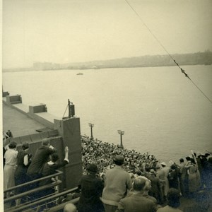 USA New York Cunard Line Cruise RMS Queen Mary arriving Crowds Old Photo 1936