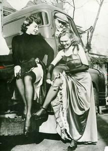 United Kingdom Reading Girl Students Isabel Hanson Beryl Bowlt Old Photo 1953
