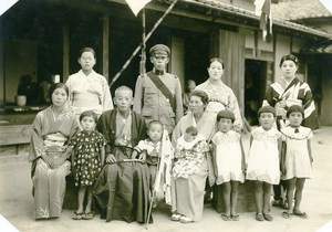 USA Hawaii Honolulu Japanese Family Traditional Fashion Soldier Medal Photo 1948