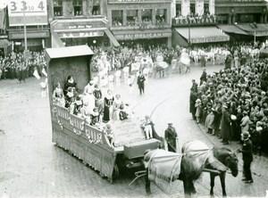 France Lille Great Historical Parade Dame de Ruytoire Photo Echo du Nord 1932