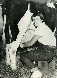 USA Eleanor Maley Miss Milk milking Cow Minnesota Old Press Photo 1954