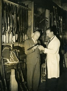 France Paris Gunsmith and Hunter Choosing Rifle Fusil Chasseur Press Photo 1948