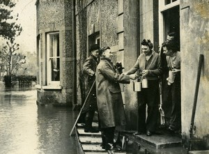 United Kingdom London Clapton Floods Food Delivery Old Press Photo 1947