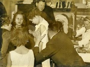 France Paris WWII Doctor Children Poulbots Montmartre Old Press Photo 1943