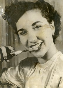 Germany Frankfurt Lady Testing New Electric Toothbrush Old Photo 1950