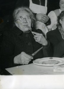 France Paris Charity Salvation Army Christmas Eve Meal Old Photo 1950