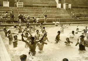 France Paris Children Playing in Swimming Pool of Tourelles Old Photo 1943
