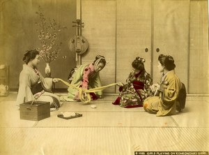 Japan Girls playing on Konkonchiki Game Old Albumen Hand Colored Photo 1890