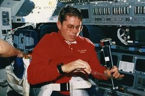 USA Space Shuttle STS-45 Atlantis Astronaut David Leestma Old NASA Photo 1992