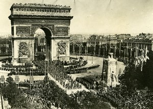France Paris WWI Victory Parade Crowd at Arc de Triomphe Old Photo Trampus 1919