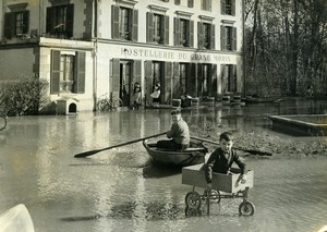 France Couilly Le Grand Morin River Floods Street Scene Children Old Photo 1958