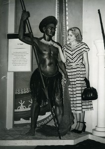 London Exhibition Visitor admiring the necklace of Fijian Warrior Old Photo 1949